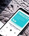 Mobiltelefon med podcasten Fakultet uppe.